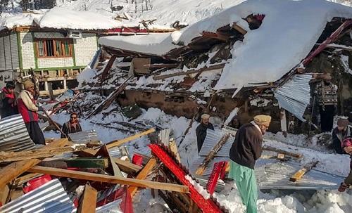 وادی نیلم میں مٹی اور برفانی تودے گرنے سے57 افراد جاں بحق، متعدد زخمی
