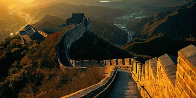 سات عجائبات عالم میں سے ایک عظیم عجوبہ دیوار چین