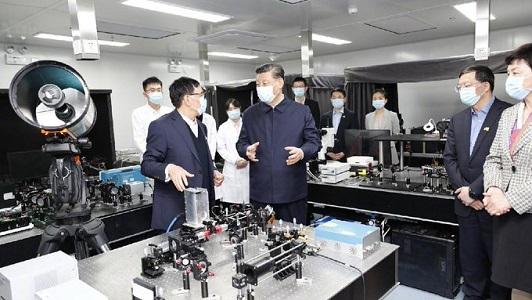 چینی صدر کا چھینگ ہوا یونیورسٹی کا دورہ