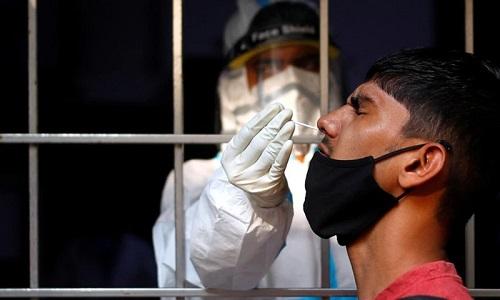 بھارت میں کرونا سے متاثرہ افراد کی تعداد دو کروڑ دو لاکھ سے تجاوز کر گئی