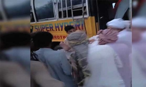 خضدار میں مسافر بس الٹ گئی، 18 افراد جاں بحق، متعدد زخمی