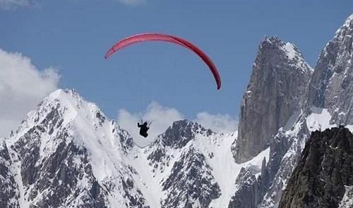 یورپی پیراگلائیڈرز نے اسکردو میں 8 ہزار 407 میٹر بلندی پر نیا ریکارڈ بنادیا