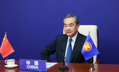گیارہویں مشرقی ایشیائی سمٹ کی وزرائے خارجہ کانفرنس میں چین وزیر خارجہ کی شرکت