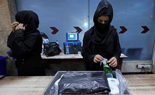 کابل ائیرپورٹ پر تعینات خواتین ڈیوٹی پر واپس آگئیں